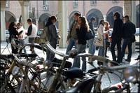 """Adolescenti, al via il Piano della Regione. C'è anche una """"scuola"""" per genitori"""