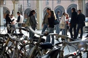 Adolescenti, oltre 100 progetti contro disagio, dispersione scolastica e dipendenza dai social network