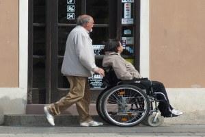 Caregiver familiari, dalla Regione una legge e aiuti concreti