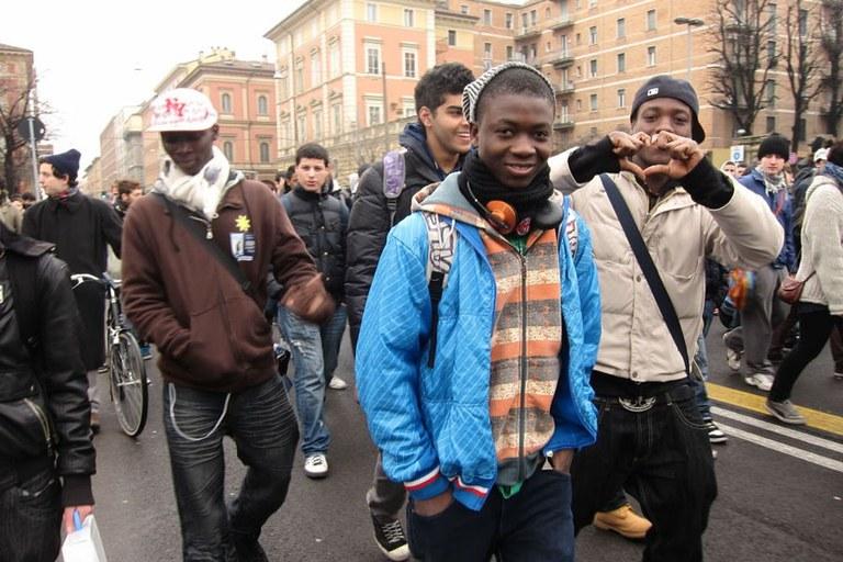 Giovani stranieri_foto del Coordinamento migranti Bologna